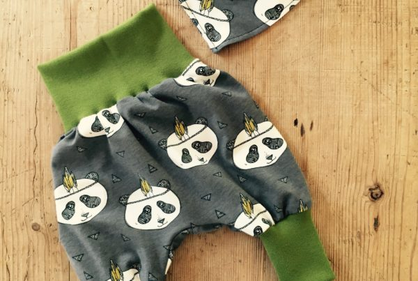 Babykleidung, Panda, grau, grün, ©Grossstadtindianer, Sabrina Blaser