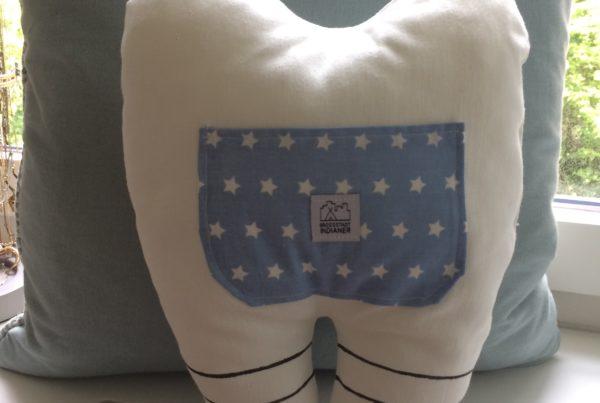 Zahnkissen, blau, hinten, ©Grossstadtindianer, Sabrina Blaser