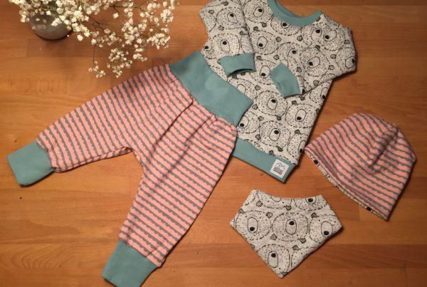 Babykleidung, Baer, mint, rosa, ©Grossstadtindianer, Sabrina Blaser