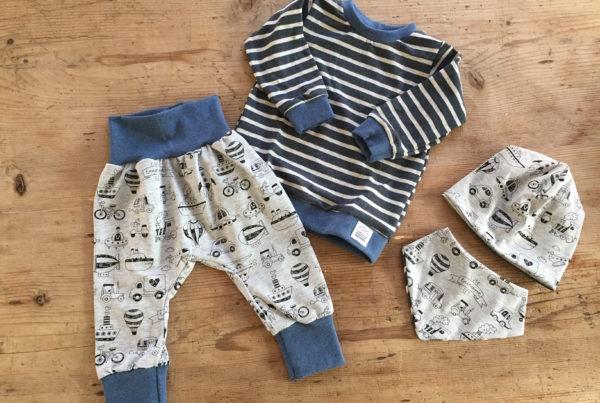 Babykleidung, Bueb, blau, grau, ©Grossstadtindianer, Sabrina Blaser